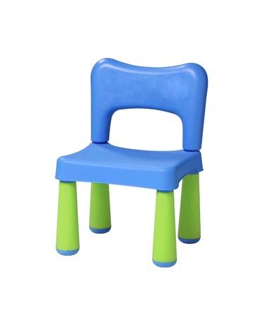 sedia vuota: bambino, sgabello di plastica su uno sfondo bianco