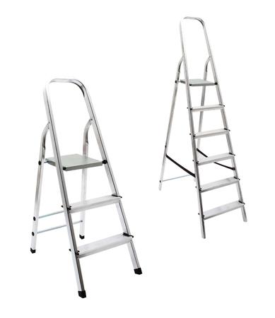 金属製のはしごが白で隔離