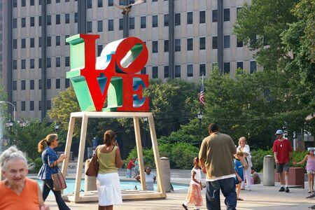 필라델피아: Philadelphia, Pennsylvania - July 6 2007: Daily shot of LOVE statue