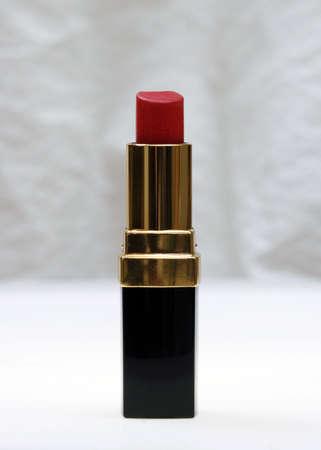 cosmetologist: lipstick