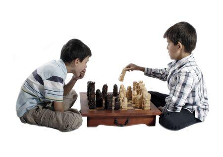 gamesmanship: pedazos de ajedrez tallados de madera - el jugar de los muchachos