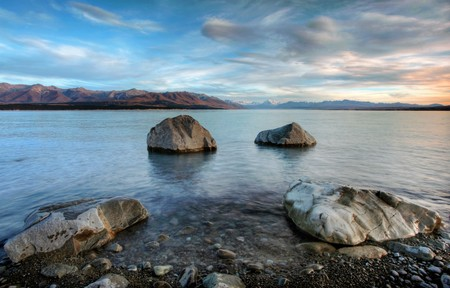 Sunrise over Lake Pukaki with Mount Cook in the background