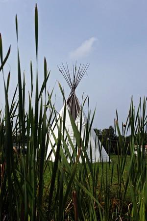 tipi: native canadian white tipi