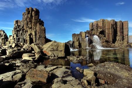 strand australie: ongebruikelijke kust rots formaties op kiama  Stockfoto