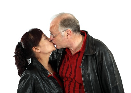 mariage mixte: heureux couple interracial mixtes matures amoureux