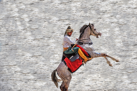 Unidentified people in costumes of ancient Ottoman Empire archer soldier is at an archery competition while riding a horse.ISTANBUL,TURKEY,May 13,2017 Stock fotó - 91064668