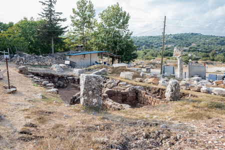 With blue sky,High resolution panoramic view of Amphitheatre at  Olba Ancient city located in Uzuncaburc,Silifke,Mersin,Turkey. 版權商用圖片 - 101589269