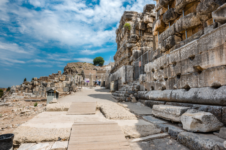 People visit ancient ruins at Ephesus historical ancient city, in Selcuk,Izmir,Turkey:20 August 2017 Archivio Fotografico