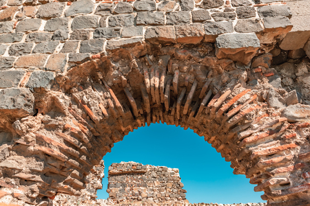 View of ancient gate of historical Diyarbakir's city walls in Sur region in central of Diyarbakir,Turkey. Standard-Bild - 110129361