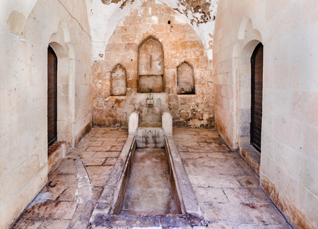 View of fountain for ablution in courtyard of Melik Mahmut Mosque(Bab Es Sur)built in 1368 and locates in Mardin,Turkey.17 June 2018 Banco de Imagens