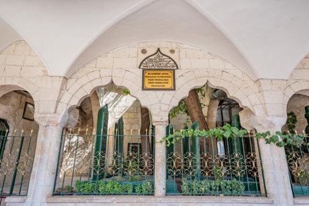 View of Sheikh Osman Avni tomb, mausoleum at courtyard of Mevlidi Halil Mosque in Sanliurfa,Turkey.19 July 2018 新聞圖片