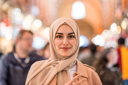Portrait of beautiful Muslim woman in headscarf and fashionable modern clothes looking at camera.Modern Muslim women lifestyle business or travel tourist concept 版權商用圖片 - 122817142