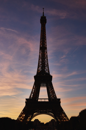 Eiffel tower in evening time at autumn . Banque d'images