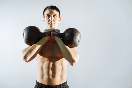 Muscular young man doing heavy weight exercise for biceps. Standard-Bild