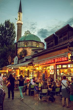 santa cena: SARAJEVO, BOSNIA AND HERZEGOVINA - JUNE 30, 2016: People having iftar dinner on streets of Sarajevo, Bosnia, during holy muslim month of Ramadan. Toned image.