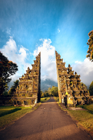 Gates to one of the Hindu temples in Bali in Indonesia Standard-Bild - 115769459