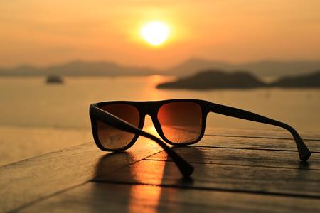 Zonnebril bij zonsondergang