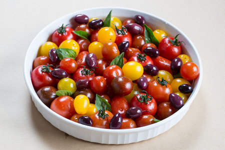 Rustic Heirloom Cherry Tomato Salad with Basil and Olives in Extra Virgin Olive Oil Banco de Imagens