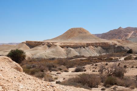 disco volante: La collina, sotto forma di un disco volante nel deserto del Negev, Israele Archivio Fotografico
