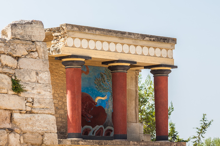 charging bull: Knossos Palace is the largest Bronze Age archaeological site on Crete. Restored North Entrance with charging bull fresco