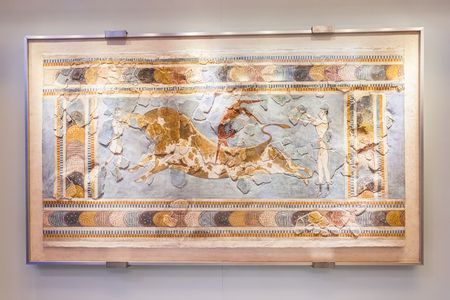 CRETE, GREECE - JULY 26, 2015: Bull Leaping Fresco in Heraklion Archaeological Museum. Museum contains the most notable and complete collection of artifacts of the Minoan civilization of Crete 新聞圖片