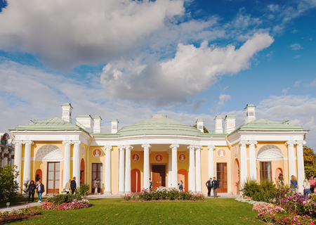 selo: SAINT PETERSBURG, RUSSIA - SEPTEMBER 20, 2015: Cold Bath with famous Agate Rooms in Catherine park, Tsarskoye Selo Pushkin. Cameron designed for Catherine I in 1780 Editorial