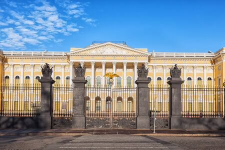 palacio ruso: Russian Museum is the largest depository of Russian fine art in St. Petersburg, established 1895. The main building of the museum is Mikhailovsky Palace Editorial