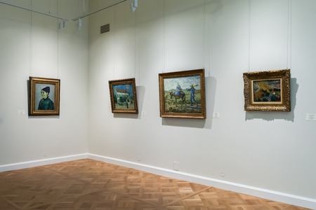 van gogh: SAINT PETERSBURG, RUSSIA - OCTOBER 01, 2015: Hall with Impressionist paintings Vincent van Gogh at the Museum of the General Staff branch of the State Hermitage - one of the largest museums of art and culture in the world Editorial