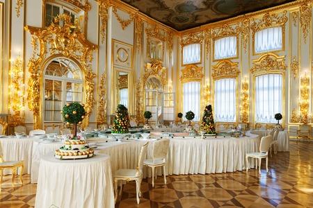 SAINT PETERSBURG, RUSSLAND 17. MÄRZ 2016: Das Innere des Katharinenpalastes in Zarskoje Selo (Puschkin). Es war die Sommerresidenz der russischen Zaren, jetzt ist es ein berühmtes Museum Standard-Bild - 55335800