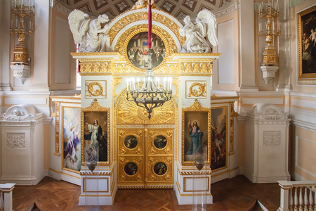 palacio ruso: PAVLOVSK, SAINT PETERSBURG, RUSSIA OCTOBER 01, 2016: Interior of the Peter and Paul church in the Pavlovsk palace, Russian Imperial residence built by Paul I, now it is a museum Editorial