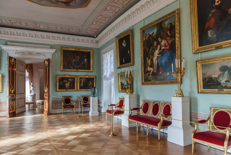 palacio ruso: PAVLOVSK, ST. PETERSBURG, RUSSIA OCTOBER 01, 2016: Interior of the Pavlovsk palace, Russian Imperial residence built by Paul I, now it is a museum