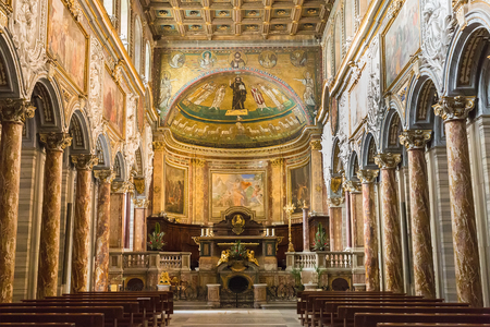 Rome, Italy – March 25, 2018: Interior of the basilica San Marco Evangelista. Inside the church is decorated in baroque style, but there are some elements in earlier styles 新聞圖片