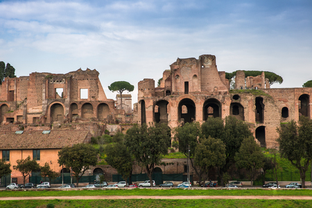 The Palatine Hill Ruins overlooking the Circus Maximus, seen from the Aventine, Rome, Italy 版權商用圖片