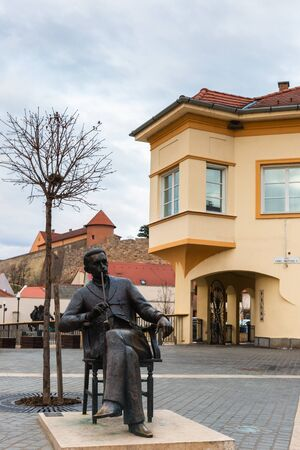 Eger, Hungary - March 07, 2019: Street  with sculpture in the center of Eger Standard-Bild - 137610235