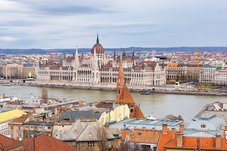 Landscape view of Budapest city  with the Hungarian parliament building at Danube river, Hungary Standard-Bild - 137610282