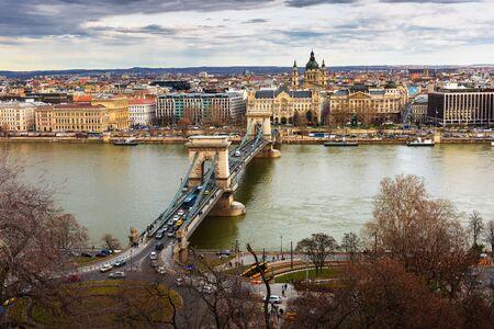 Chain Bridge in Budapest, Hungary Standard-Bild - 137610287