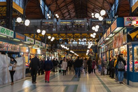 Budapest, Hungary - March 08, 2019:  Overview of the Great Market Hall inside, it is Central Market Hall   -  the largest and oldest indoor market in Budapest Standard-Bild - 137610295