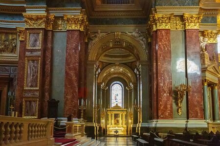 Budapest, Hungary - March 07, 2019: Interior of St. Istvan (St. Stephen's) Basilica Standard-Bild - 137610299