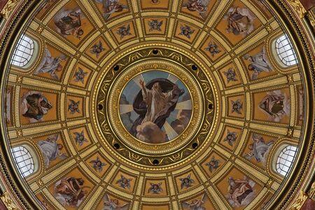 Budapest, Hungary - March 07, 2019: Dome of St. Istvan (St. Stephen's) Basilica Standard-Bild - 137610301