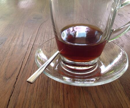 table wood: koffie glas op houten tafel Stockfoto