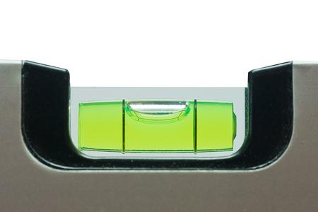 Grüne Libelle auf weißem Hintergrund isoliert