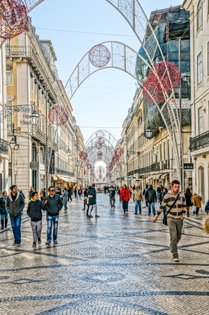 attraktion: LISBOA, PORTUGAL - NOVEMBER 28: Rua da Prata at Christmas on November 28, 2013 in Lisbon, Portugal. Lisbon is the capital and the largest city of Portugal with a population of 547,631. Editorial