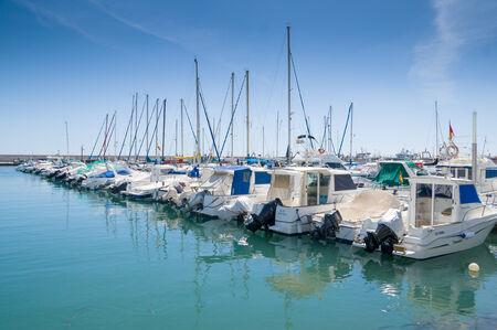 kojen: Torre del Mar, Spanien - 26. April: Ein Blick in Torre del Mar am 26. April 2014 in Torre del Mar, Malaga, Spanien. Diese nautial Port hat Liegepl�tze f�r 200 Boote.