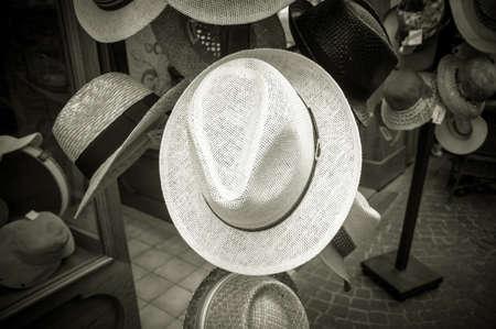 chapeau paille: hats in a market