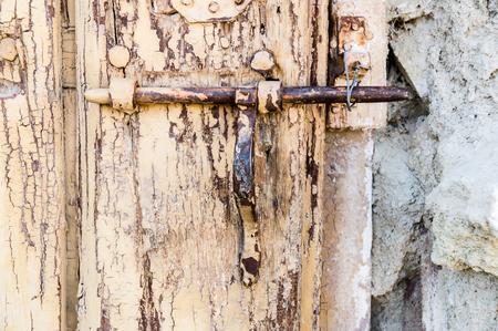latch: old iron latch