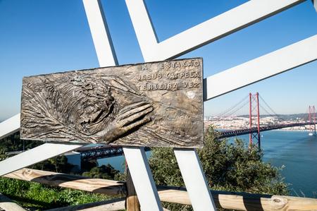 rei: Cristo Rei in Lisbon, Portugal. View of 25th April Bridge. Stock Photo