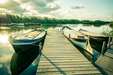 paisaje mediterraneo: barco de pesca en la Albufera, Valencia, España