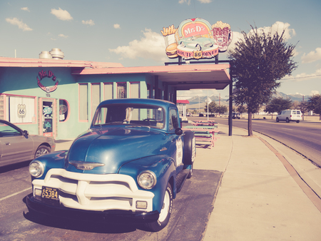 sue: KINGMAN, USA - SEPTEMBER 06: Mr Dz in historic Route 66 on September 06, 2015 in Kingman, United States. It is an original roadside Diner.