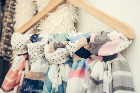 sciarpe: Ornamentali sciarpe luminosi appesi barra di metallo per la vendita all'aperto