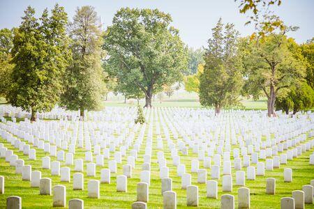 2016年10月16日,美国华盛顿,阿灵顿国家公墓:许多墓碑。